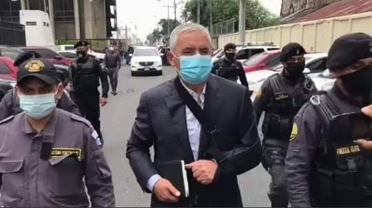 Otto Pérez Molina dice estar contagiado de COVID-19 para salir de prisión